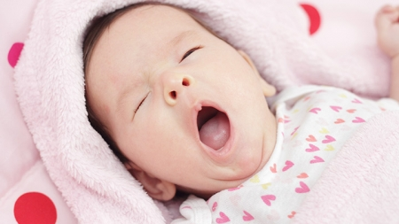 9 Exhausting Signs Of Overtired Baby To Look Out For